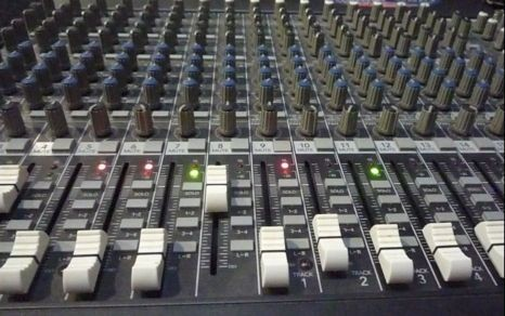 ห้องบันทึกเสียง และ ห้องซ้อมดนตรี Roong Studio รูปที่ 1