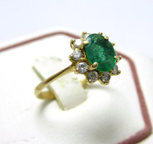 เพชรมรกต: [มือสอง] แหวนมรกต ล้อมเพชร งานทอง90 สวยมาก นน.2.16 G